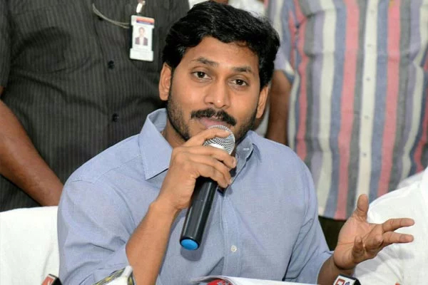 YS Jagan Facing Problems From Telugu Media-