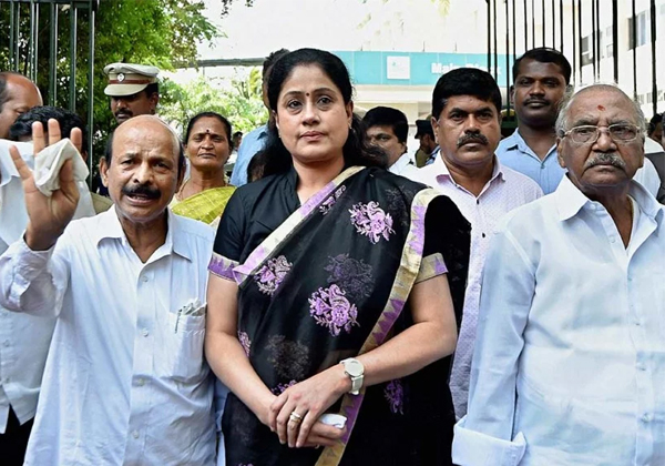 Congress Searching For Vijayashanthi But Where She Is-