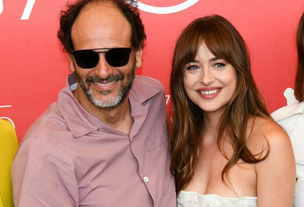 Director Places Hands On Heroine Dakota Johnson Private Parts-