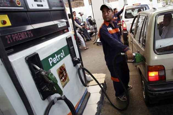 Indian Petrol Pump Scams That Everyone Needs To Be Warned About-