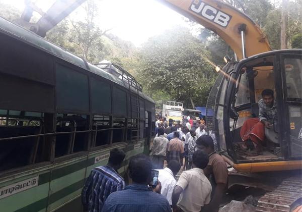 JCB Driver Kapil Saves 80 Buss Passengers in Tamil Nadu-JCB Driver Kapil,JCB Driver Kapil Saves 80 Buss Passengers In Tamil Nadu,The Real Hero In Real Life