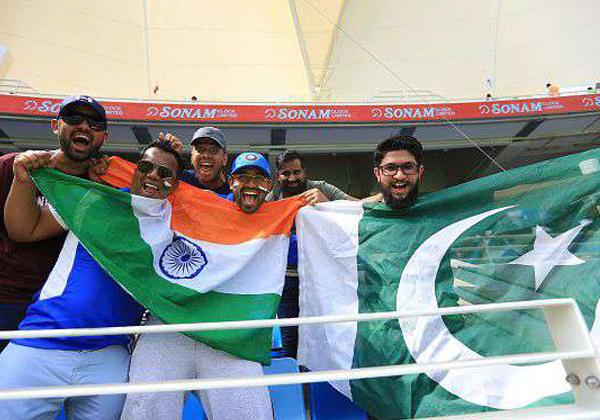 Jana Gana Mana Song From Pakistani At Cricket Stadium-Jana Gana Mana Song From Pakistani,Pakistani Fan Sings Indian National Anthem,Pakistani Guy Sing Jana Gana Mana.,