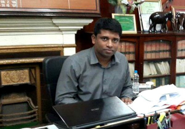 Man Worked As Volunteer For Kerala Flood Relief But He Was An IAS-