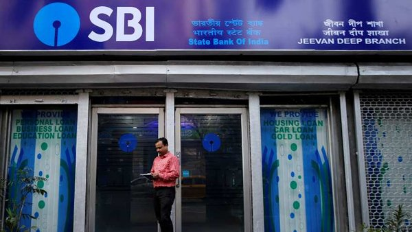 SBI Implements New Rules Will Not Be Able Deposit Cash In Others-