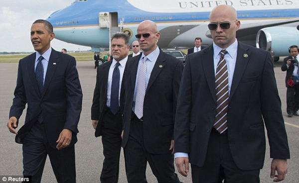 Why Security Guards Of VIPs Always Wear Black Sunglasses-