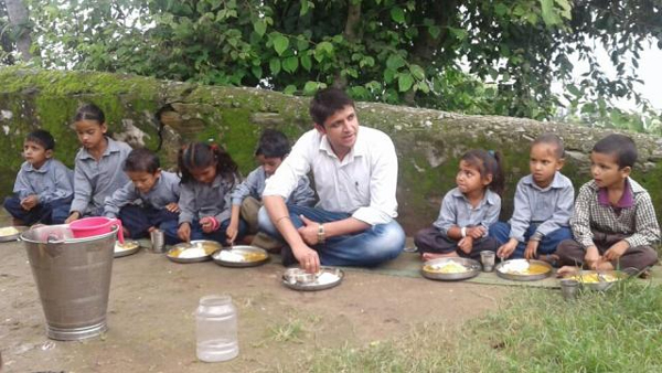 Wife Of District Magistrate Is Teaching Children In Rudraprayag-