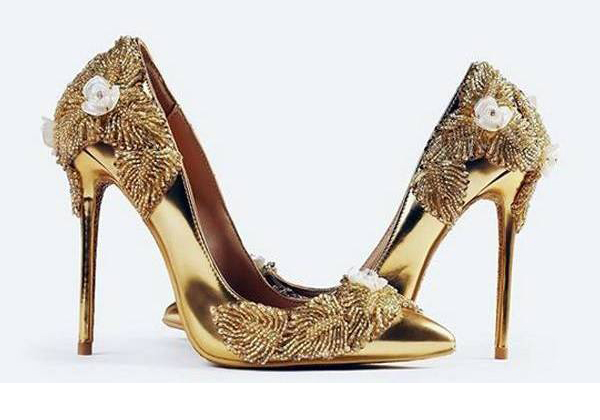 World's Most Expensive Shoes Made Of Diamonds  Gold Costs 17 Million-