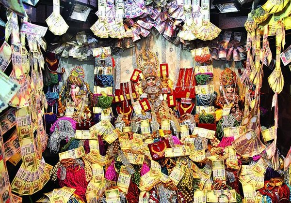 An Indian Temple That Gives Away Gold As 'Prasad'-