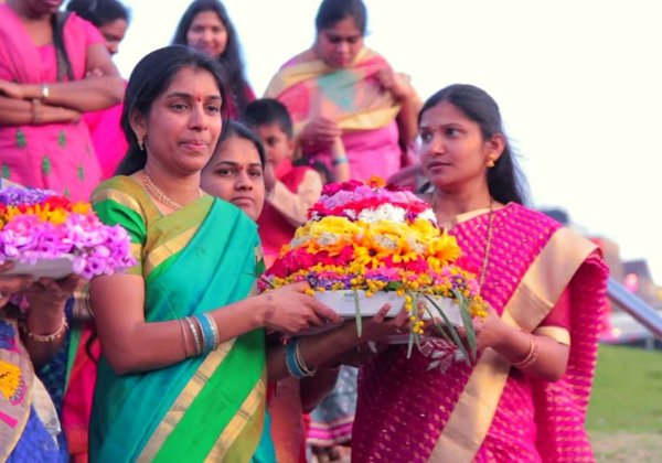 Bathukamma Successful With 300 Members At US ATA-Bathukamma Successful With 300 Members At US ATA,Ntr,Telugu NRI News Updates,US ATA,,Tv5 Anchor Roja Hot Photos