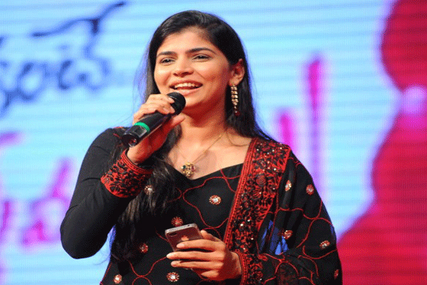 Chinmayi Sripada's Mom Opens Up About Vairamuthu Harassment-