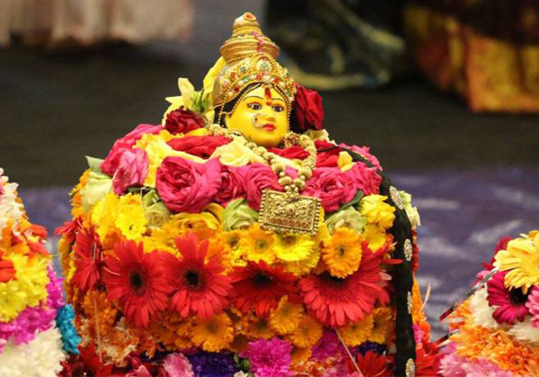 Do You Know Why Bathukamma Drops In Water-