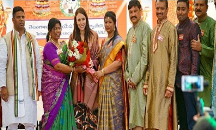 New Zealand Prime Minister Participates In Bathukamma Festivals--New Zealand Prime Minister Participates In Bathukamma Festivals-