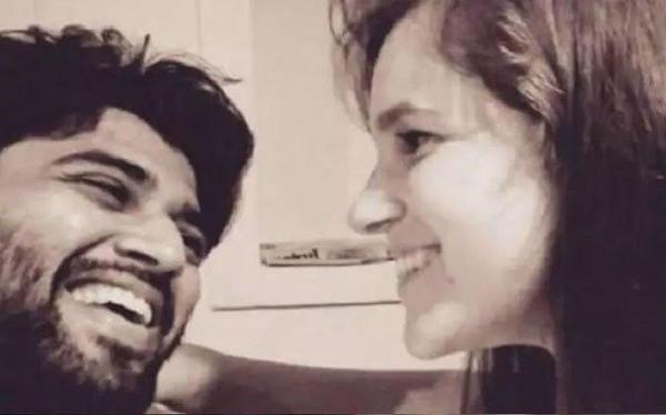 Vijay Devarakonda Opens About Foreign GirlFriend-