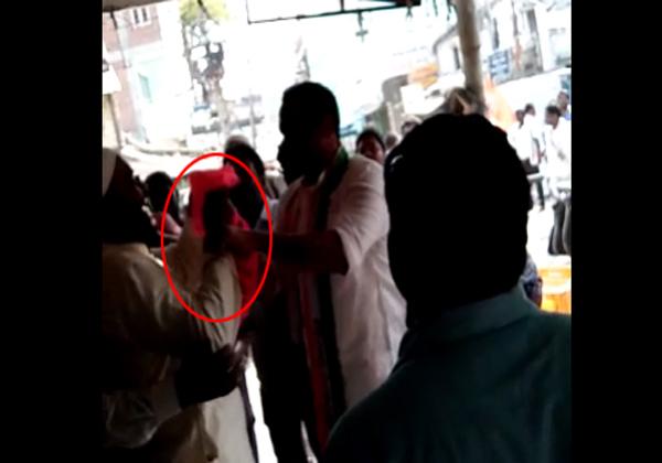 Trs Worker Try Put Scarf Komatireddy Venkatareddy-