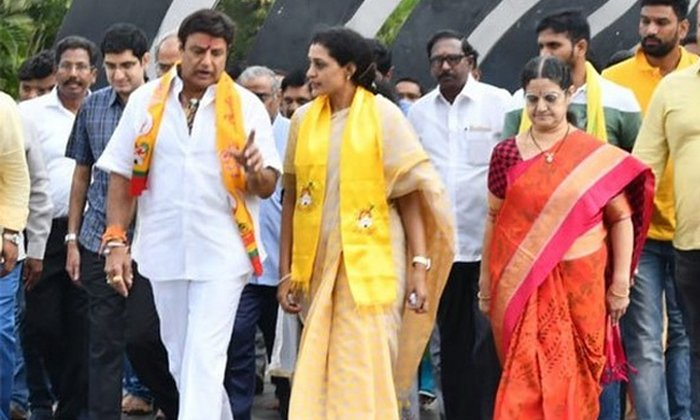 Balakrishna Tongue Slip While Singing Sare Jahan Se Acha-Singing Acha Telangana Election Campaign