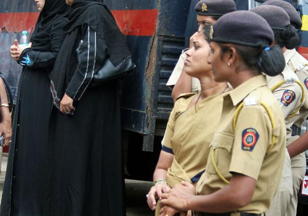 Transgender Nazriya Gets A Police Officer-Transgender