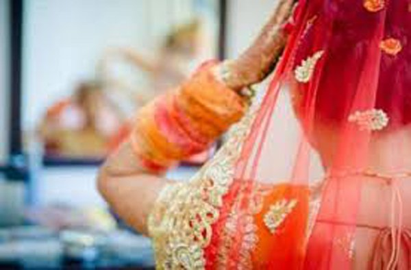 A Home Guard Tries To Marry Lady Si In Chennai Egmore-Forced Marriege Home Mani Meghalai 24 Telugu Viral Social Meadia
