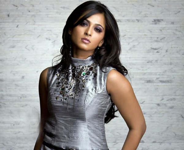 Anushka Shetty New Look And Remuneration For Her Next-Anushka Next Viral About