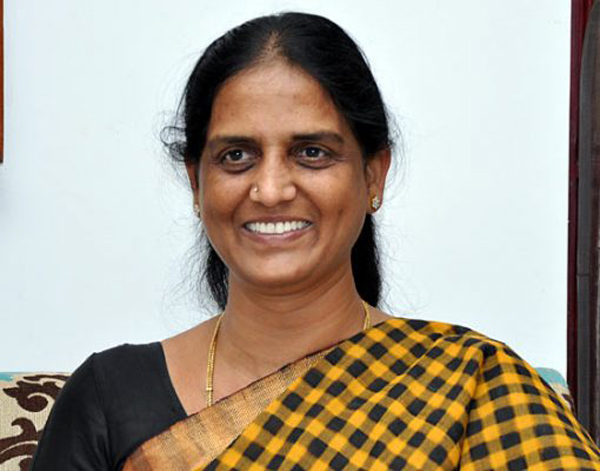 Operation Akarsh Failed In Telangana TRS-Operation Sabhitha Indra Reddy Son Sabitha TCongress Telagnana Politics TRS