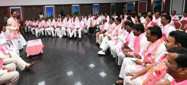 TRS MLAs Eagerly Waiting For KCR Cabinet-KCR Cabinet KTR Panchayathi Elections Date Revanth Reddy Telangana Meating Congress Utham Kumar