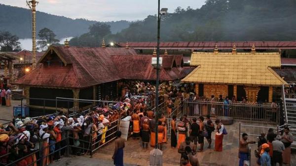 Two Women Below 50 Claim They Entered Kerala Sabarimala Temple-Kerala Temple Devotees