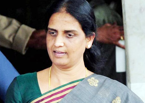 Will Sabitha Indra Reddy Join TRS Party-Sabitha Telangana Congress Trs Party