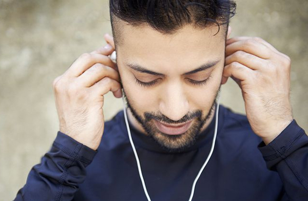 Biggest Disadvantages Of Using Earphones-Disadvantages Ear Stimulation Earphones Noise Pollution