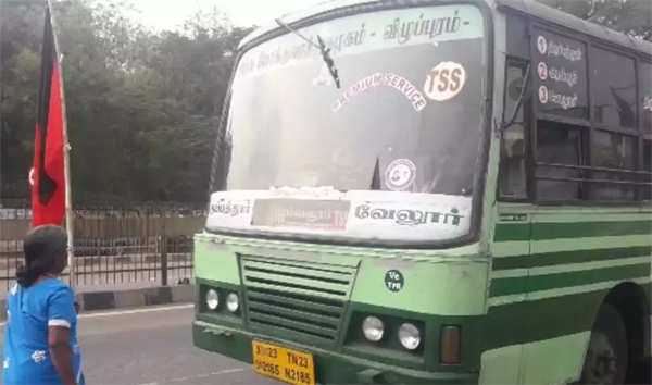 Old Woman Jumps From Bus For Urine In Tamil Nadu-Viral Social Media Viral Tamilnadu