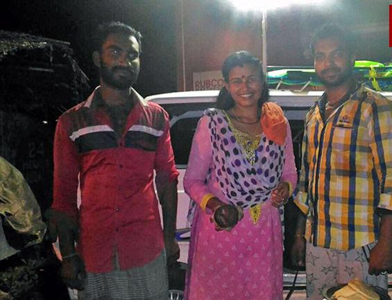 Popular Serial Artist Kavitha Lakshmi Becomes A Street Vender-Kavitha Vender Serial Unknown Facts About Viral