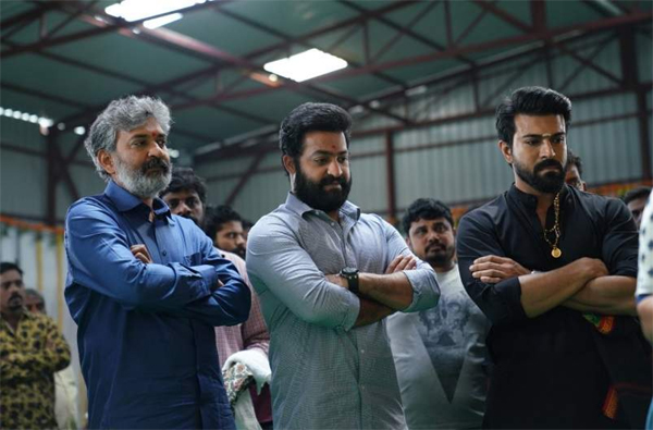 Ram Charan Fans Murmuring On Director Rajamouli-Jr Ntr Ram Rrr Movie Releasing Date Trolls Rajamouli