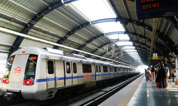 Woman Jumps On Metro Tracks To Fetch Money-26-year-old Delhi Dwarka Mor Station Jumps Rs 2
