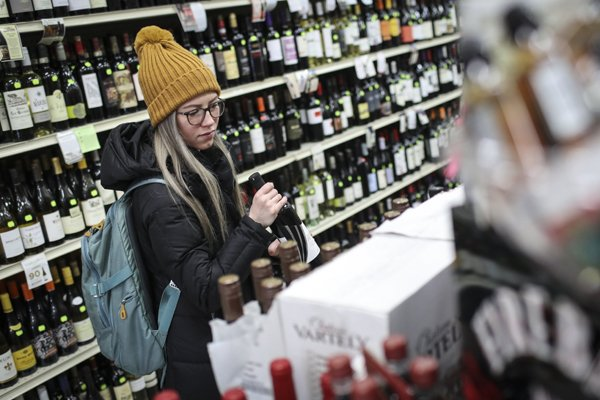 Womens Day Liquor Store Owner In US Sold 1000 Wine Bottles-A Penny Apiece Tandon\'s Shop