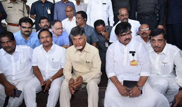 Chandra Babu Dharna Against CEO Office-Bjp Chandra Political News Tdp Ysrcp