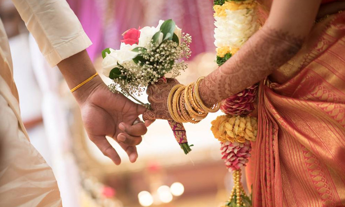 What This Evilman Did To Know About A Girl Who Is Going Marry-Evil-minded General Telugu Updates Girl Lover Man Marry Parents Trust