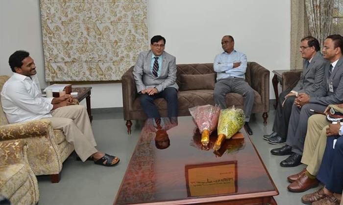 Ias Officers Meet Jagan--IAS Officers Meet Jagan-