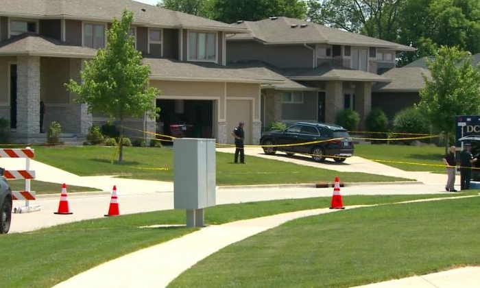 4 People Found Dead In An Iowa House After Guest Runs Out--4 People Found Dead In An Iowa House After Guest Runs Out-