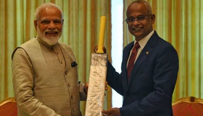 Modi Gifts To Maldivie\'s President--Modi Gifts To Maldivie's President-