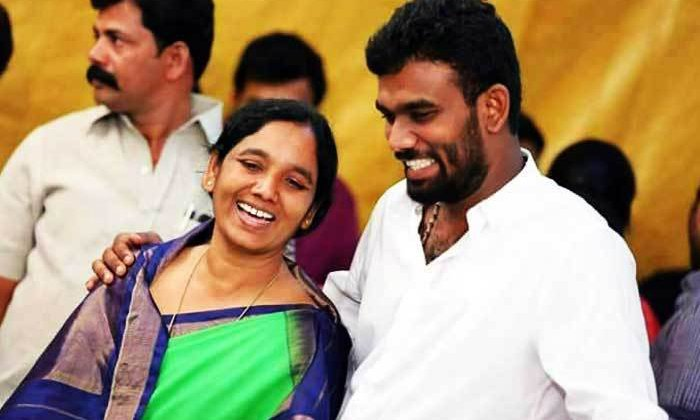 Paritala Sunitha And Her Son Wants To Join Ysrcp--Paritala Sunitha And Her Son Wants To Join Ysrcp-