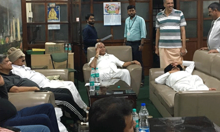 Karnataka Crisis Continues- Telugu Political Breaking News - Andhra Pradesh,Telangana Partys Coverage Karnataka Crisis Continues--Karnataka Crisis Continues-