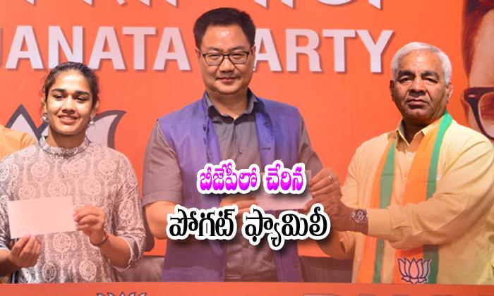 Wrestler Babita Phogat And Mahavir Phogat Joins In Bjp Party--Wrestler Babita Phogat And Mahavir Joins In BJP Party-