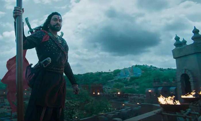 'సైరా' మేకర్స్ కూడా అదే తప్పు చేశారా?-Is Sye Raa Narasimha Reddy Movie Making Looks Like Sahoo-Nayanatara Prabhas Ramcharan Sahoo Budget Sye Tamanna