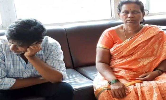 Uyyalavada Narasimha Reddy Family Argument With Saira Movie Team-saira Movie Team,uyyalavada Narasimha Reddy Family-Uyyalavada Narasimha Reddy Family Argument With Saira Movie Team-Saira Team