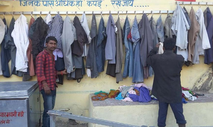 A Humanity Thing Hyderabad Gets Wall Of Kindness-metro City,un Used Clothes And Things They Getting And Give The Poor People,wall Of Kindness-A Humanity Thing Hyderabad Gets Wall Of Kindness-Metro City Un Used Clothes And Things They Getting Give The Poor People Kindness