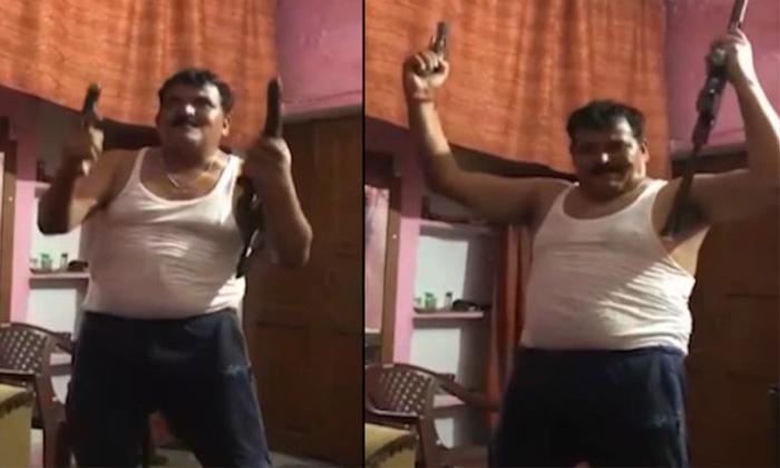 Man Seen Dance With Two Guns In Haridwar-haridwar,man Seen Dance With Two Guns,telugu Viral News Updates-Man Seen Dance With Two Guns In Haridwar-Haridwar Man Telugu Viral News Updates