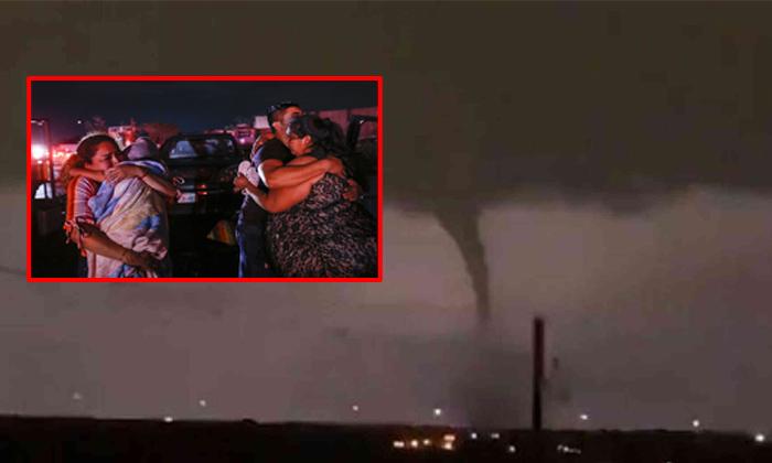 Tornado Hits Dallas, Leaving A Trail Of Heavy Damage Across The Area-nri,telugu Nri News Updates,tornado,tornado Hits Dallas,టోర్నడో-Tornado Hits Dallas Leaving A Trail Of Heavy Damage Across The Area-Nri Telugu Nri News Updates Tornado టోర్నడో
