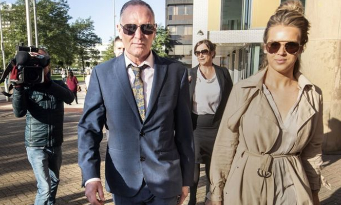 England Foot Ball Player Paul Gascoigne Kissed A Woman On Train-england Foot Ball Player,he Kissed A Women,lawyer Mindi Blacked When He Says Truth-England Foot Ball Player Paul Gascoigne Kissed A Woman On Train-England He Women Lawyer Mindi Blacked When He Says Truth