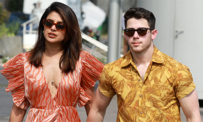 Telugu Goes Viral, Makeup Less Photo, Pop Singer Nick Jonas, Priyanka Chopra, Priyanka Chopra Makeup Less, Priyanka Chopra Viral Photo, Priyanka Chopra Without Makeup, Social Media-Movie