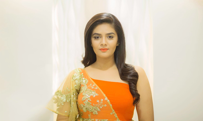 Telugu Anchor Srimukhi, Crazy Uncles Movie, Marriage, Nithin Maestro Movie, No Marriage Pressure, Shocking Comments, Srimukhi, Srimukhi Marriage, Srimukhi Movie Offers, Ugadi Wishes By Srimukhi-Movie