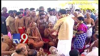 Krishna Pushkaralu – KCR and Chandrababu perform special pujas after taking holy dip