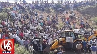 17 Dead As Bus Falls In A Pit Near Ratlam, Over 13 Injured | Madhya Pradesh | V6 News